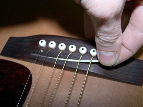 guitare acoustique hauteur cordes